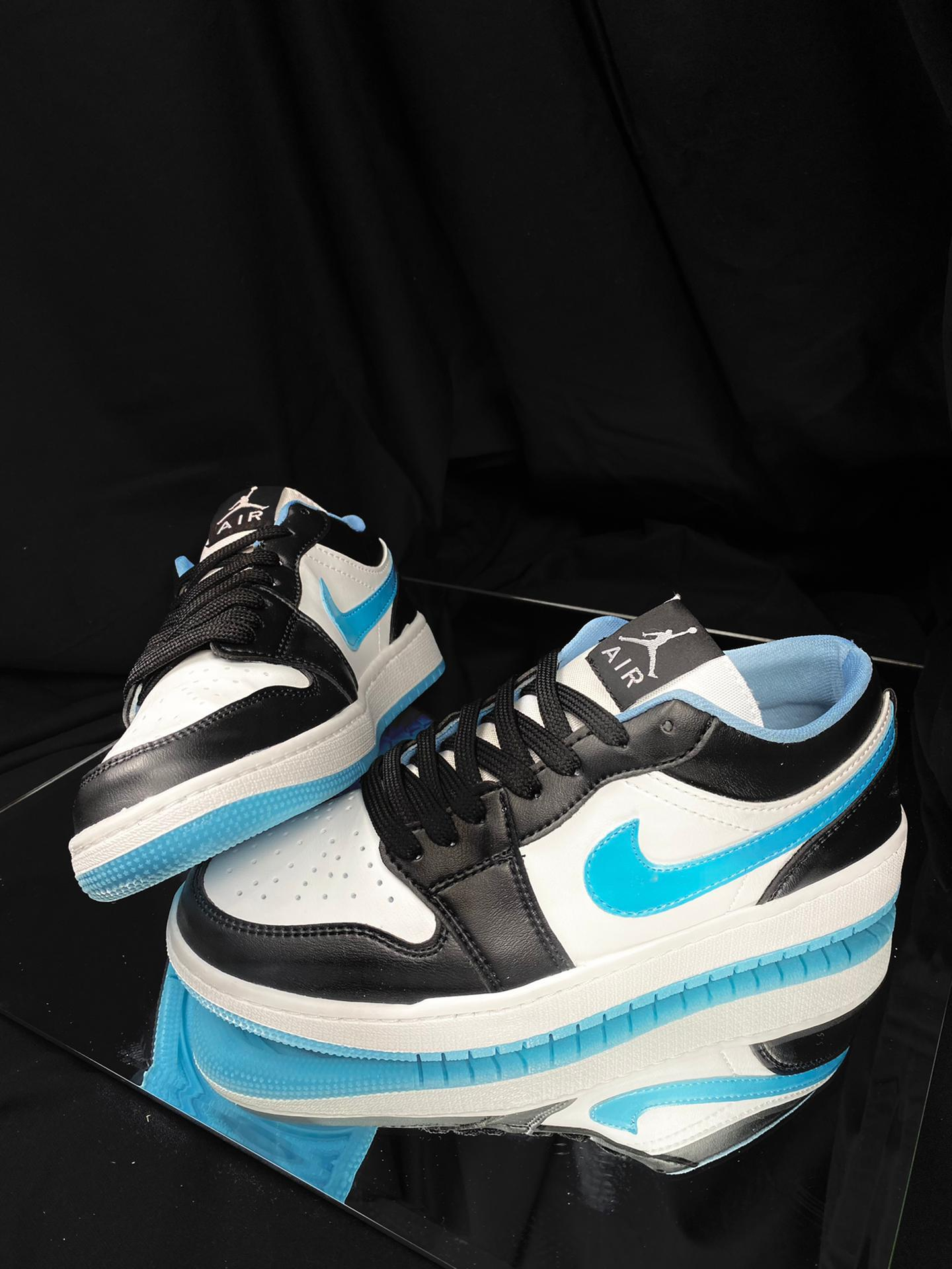 Zapatillas de deporte bajas en azul/blanco Air Jordan 1 SE de Nike