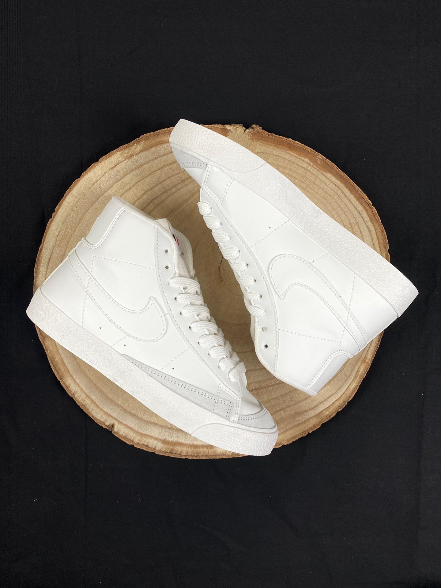 Nike Blazer Mid  Vintage logo blanco